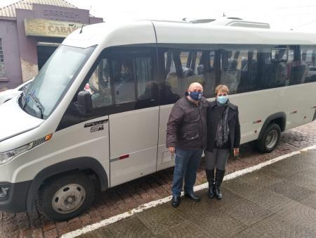 Município recebe micro-ônibus através de duas emendas parlamentares
