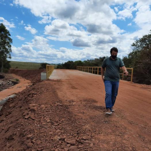 Presidente vistoria a obra de construção do aterro da ponte do Passo do Lageado