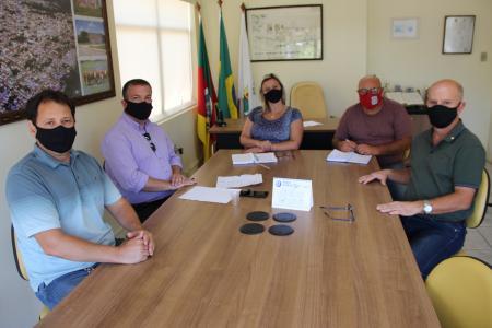 Vereadores e Conselho Diretor do Hospital se reúnem para tratar sobre a saúde no município