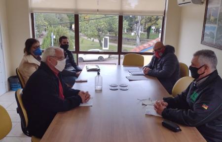 Vereadores realizam reunião com secretário de Educação para tratar do transporte escolar