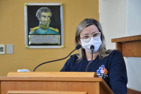Vereadora solicita o cercamento de praças para recreação no município
