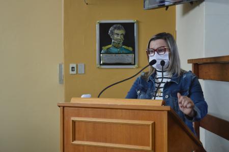 Vereadora fala sobre levantamento feito pelo TCE e cobra transparência quanto a vacinação