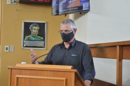 Vereador apresenta indicação para retorno de veículos em avenida