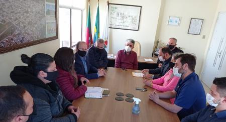 Prefeito visita a Câmara de Vereadores e apresenta projeto para retomada da economia local