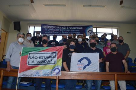 Câmara de Vereadores recebe representantes do Sindiágua e servidores da Corsan