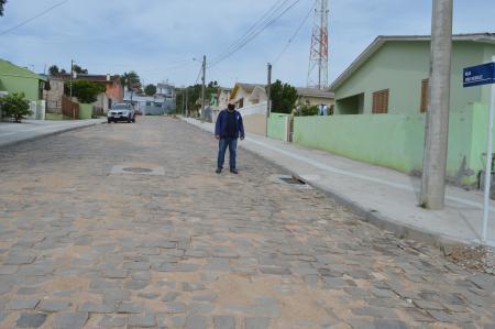 Vereador fiscaliza obras da rua Xiru Meireles no bairro Floresta