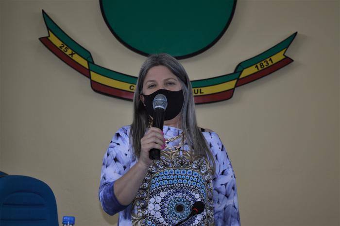 Vereadora reforça solicitação para patrolamento de acesso a Cascata do Salso